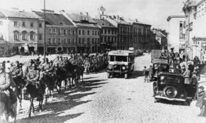 Soviet Red Army entering the Polish city of Wilno (Vilnius) after the joint German-Russian aggression against Poland (public domain